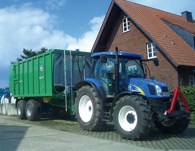 Außergewöhnlich Per LKW-Zug oder Traktor?   Aus der Region #LL_85