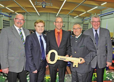 Leinweber weiht neue Betriebsstätte in Neuhof ein