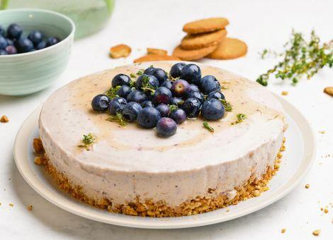 Heidelbeer-Cheesecake  mit Thymian-Honig