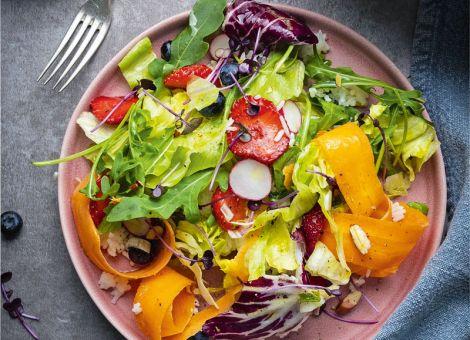 Regenbogen-Salat  mit Reis