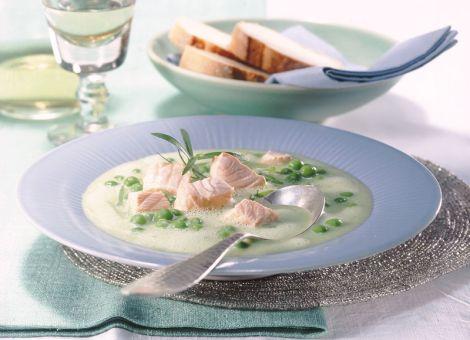 Feine Erbsencreme-Suppe  mit Lachsforelle