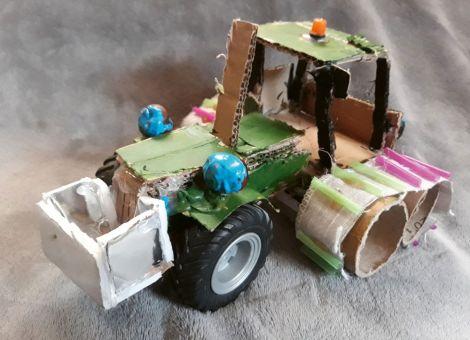 Landwirtschaftliches Kunstwerk aus Pappe