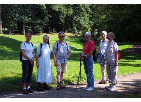 Schwester M. Gertrud bietet geführte Wanderungen an.