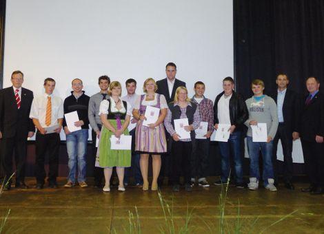 Gruppenbild der frisch gebackenen Absolventen der Berufsschule Butzbach.