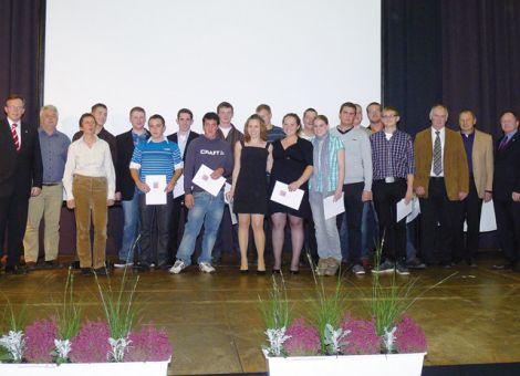 Gruppenbild der diesjährigen Absolventen der Landwirtschaftlichen Berufsschule Dieburg.