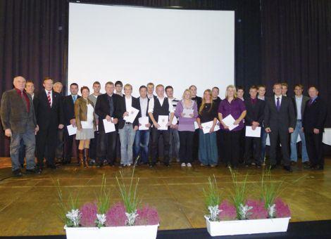 Gruppenbild der Absolventen 2011 an der Berufsschule Fritzlar.