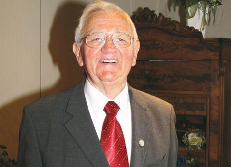 In seinem Rückblick auf die hessische Landseniorenarbeit hob Ehrenpräsident Karl Stumpf die Leistung des Verbandsgründers, Dr. Kurt Noell, hervor.