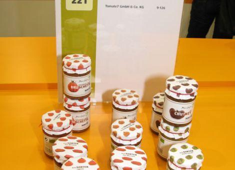 Hübsch verpackt: Feinkostdips aus alten Tomatensorten.