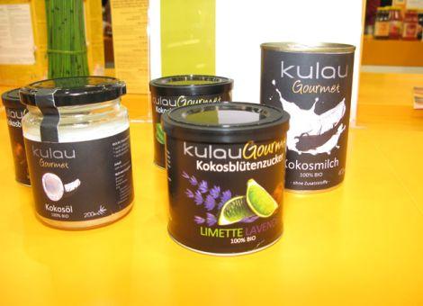 Verschiedene Kokosprodukte wurden am Neuheitenstand vorgestellt. Hier zum Beispiel Kokosöl, -milch und -blütenzucker von Kulau, Berlin.